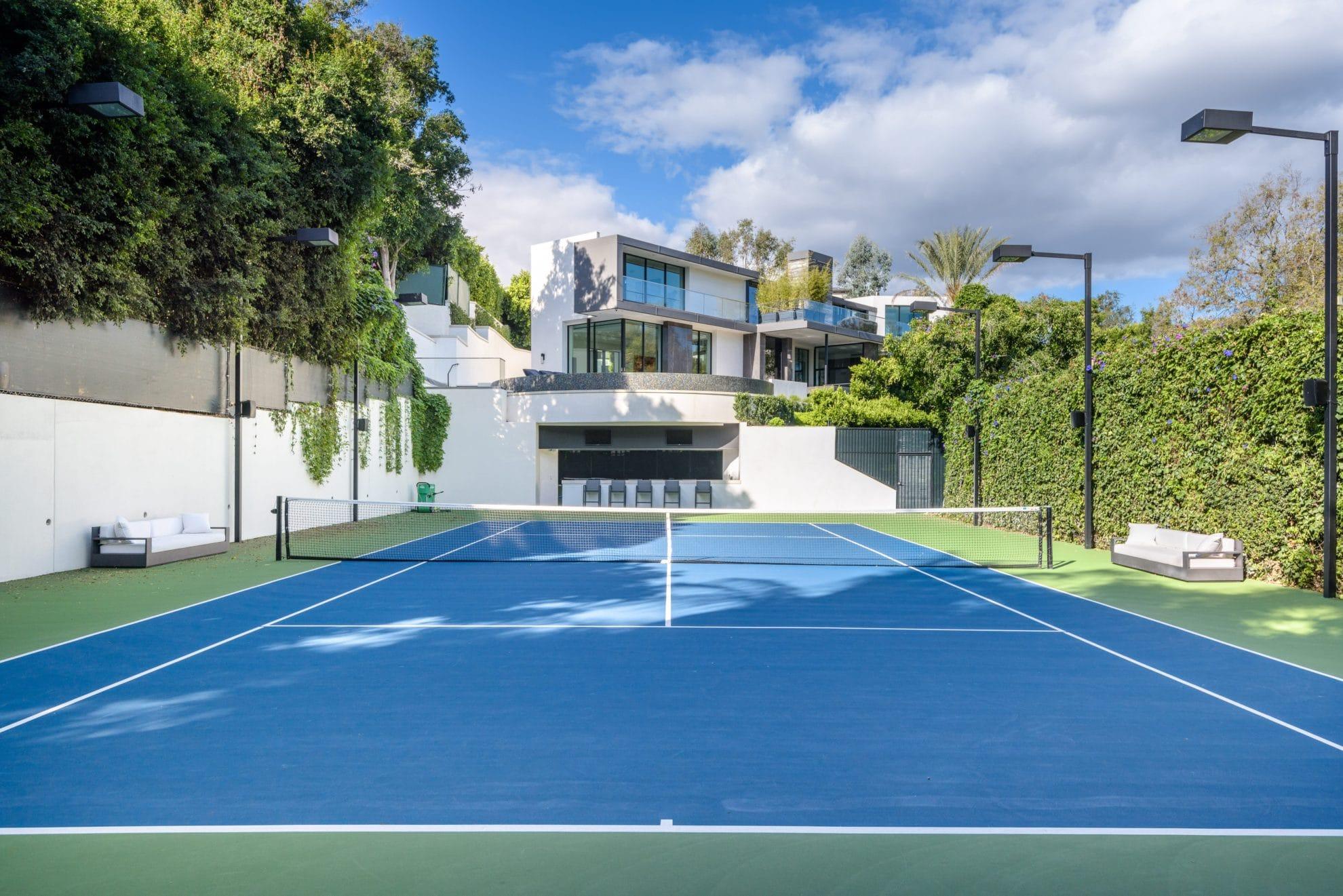 Hanover Way - Tennis Court